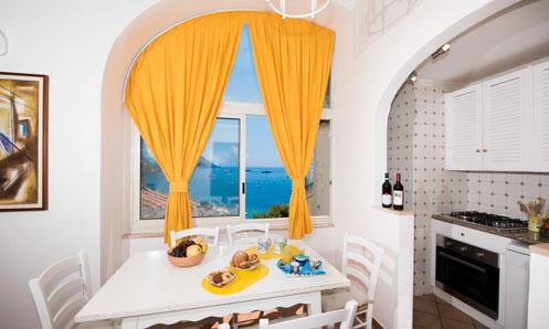 cucina appartamento vista Positano Mimosa