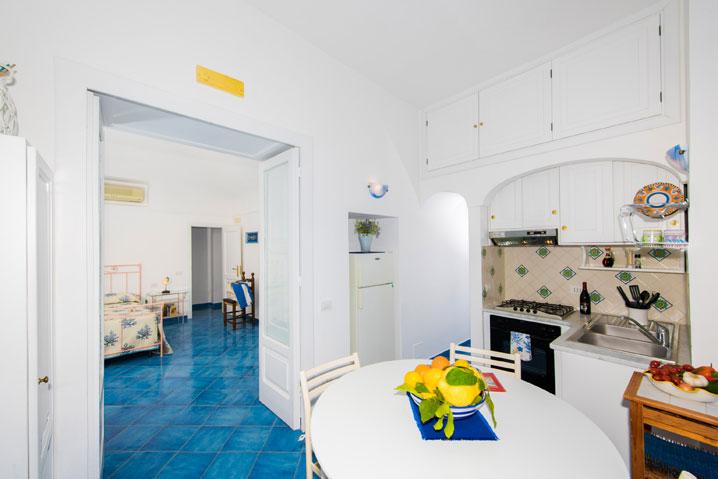 Comoda cucina appartamento in affitto Costiera Amalfitana Oceano